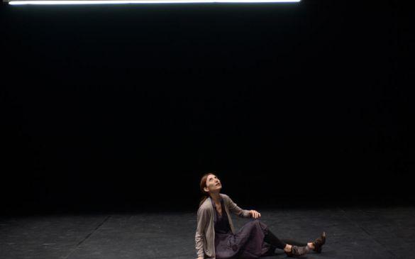 Nous partons pour ne plus vous donner de soucis, un spectacle de Daria Deflorian et antonio Tagliarini